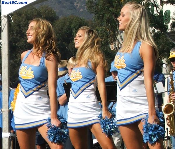 """While staying at the Venetian Hotel for the Las Vegas Bowl, did these """"Venetian Blondes"""" let any light shine in?"""